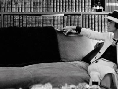"""Coco Chanel, La Rivoluzione Stilistica Di Una """"donna Che Legge"""""""